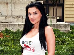 完璧な容姿の美人外国人と生セックス -ドリス-