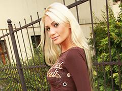 モデル並みのスタイルがセクシーな金髪美女を生ハメ
