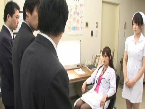 淫乱女医とナースのインポ強制治療中出しクリニック その3 無修正画像01