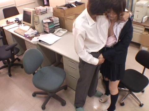 女性だけの遅番があるレンタルビデオ店で隠しカメラに映った衝撃のレイプ映像集 Vol.7 無修正画像01