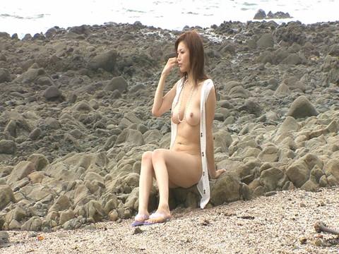 巨乳グラマラス体型のギャル女優の悩殺ビキニ3Pから生中出しハメ撮り Vol.2 無修正画像01