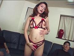 エロ下着姿の痴女まりえが3本のチ●コ淫語責めで手コキ、フェラでシゴいてオッパイにぶっかけられまくる